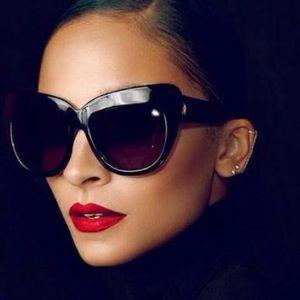 House of Harlow 1960Chelsea Sunglasses in Black🖤